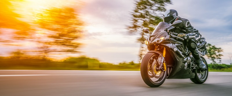 media/image/AdobeStock_226849859_motorbike-on-the-road-riding-having-fun-riding-the-empty-road-on-a-motorcycle-tour-journey_Gekauft-20-02-2019_Urheber-AA-W.jpg